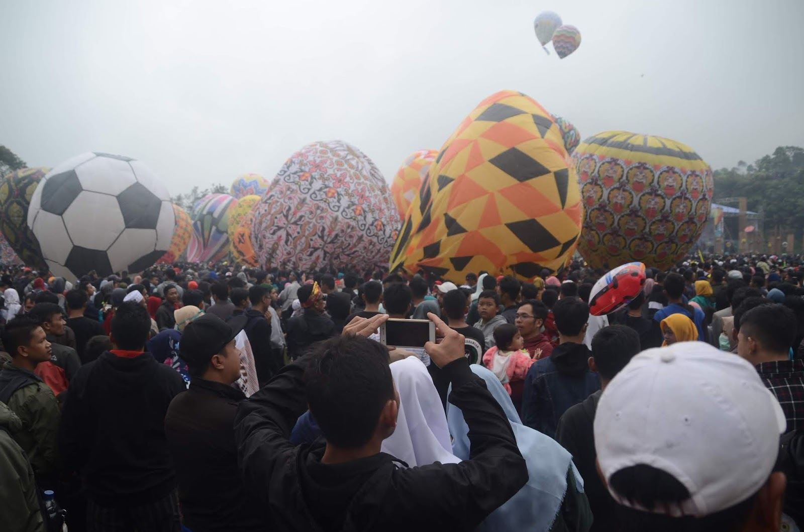 Java Balloon Attraction Terbangkan 119 Balon Di Wonosobo