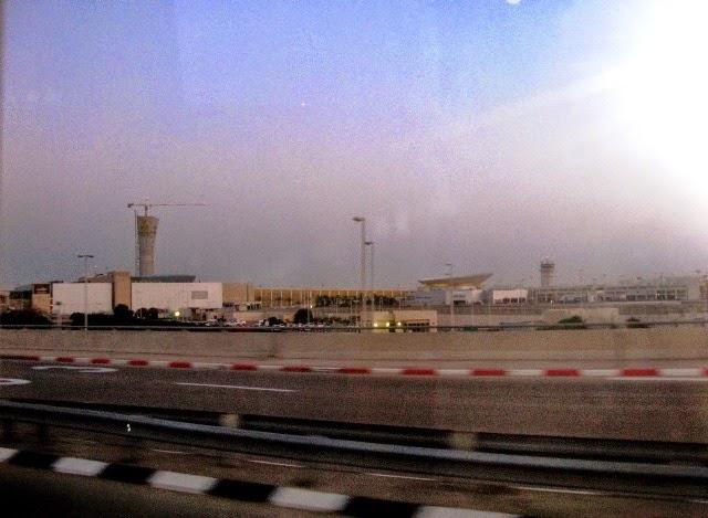 Lotnisko Ben Guriona pod Tel Awiwiem (Izrael) - widoczne z daleka
