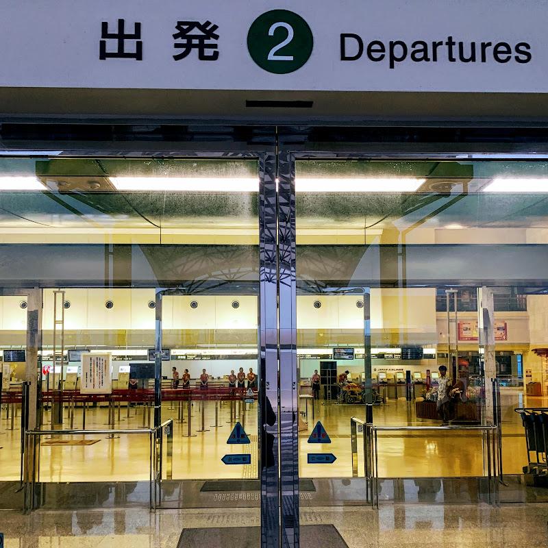 6時にならないと空港はオープンしません | 8レグ 沖縄→羽田 / JL0900【2019年の搭乗メモ】