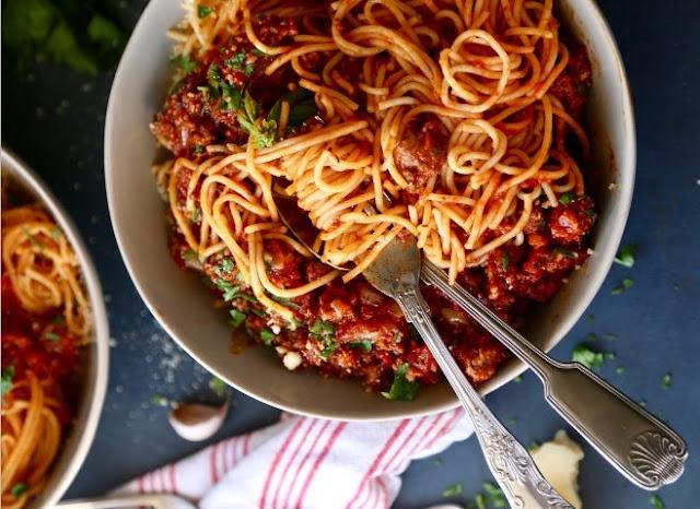 Slow Cooker Spaghetti Bolognese #dinner #pasta