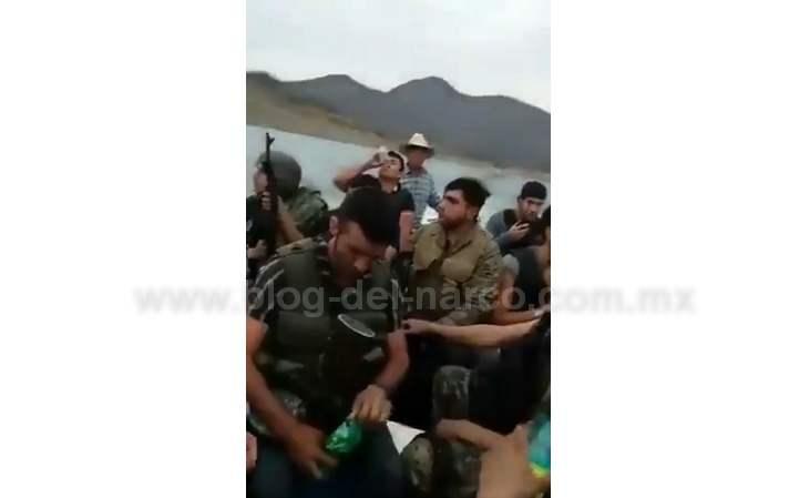 Video: Sicarios de Los Chapitos llegan en lancha a Tepuche; Culiacán para enfrentarse a la gente del Mayo