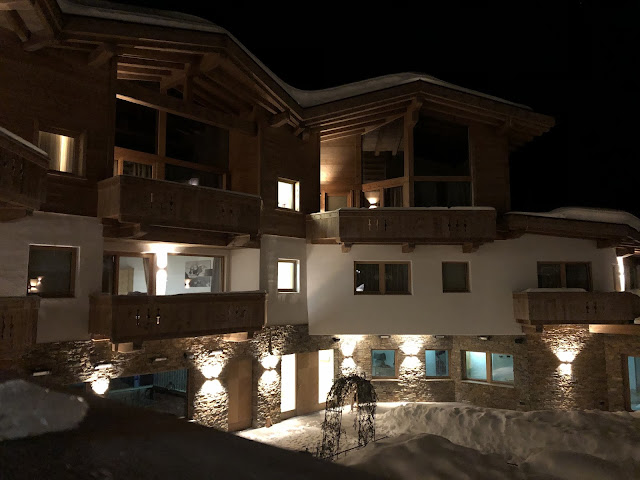 Pure Resort Pitztal, by night, Chalets, Winterhochzeit, Tirol, Pitztal, Pure Resort, Hochzeitsfotografie Marc Gilsdorf, Hochzeitsplanung Uschi Glas 4 weddings & events, Berghochzeit, destination wedding, elopement, heiraten in Tirol, mountain wedding