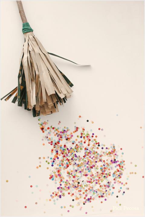 como-hacer-escoba-diy-bolsa-papel-reciclada-resultado-final