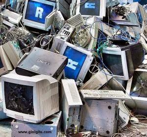 Komputer-komputer rusak.
