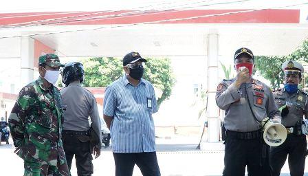 Hari Terakhir Masa Sosialisasi, Tim Gugus Covid Kec. Makassar Sebarkan Selebaran Himbauan