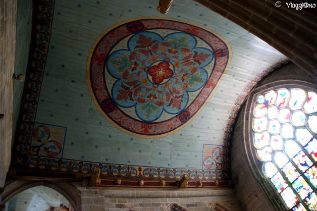 Gli interni dell'imponente collegiata di Notre Dame a Pont Croix