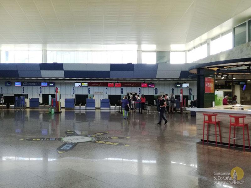 Interno dell'aeroporto di A Coruña