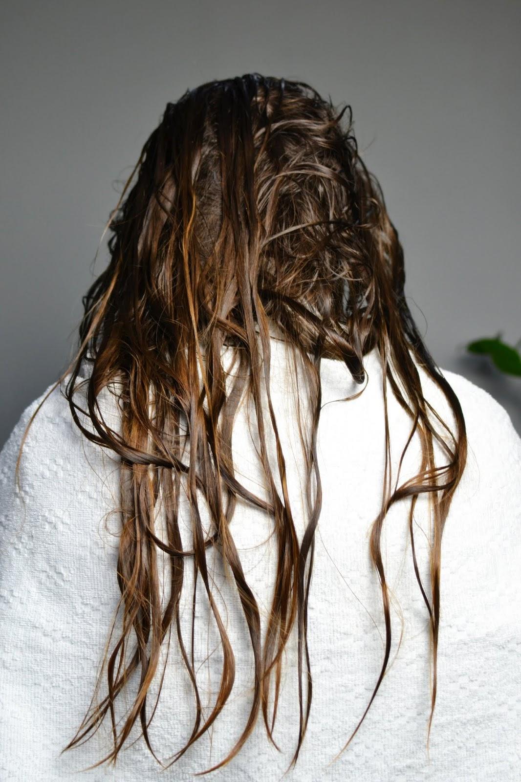 włosy po umyciu