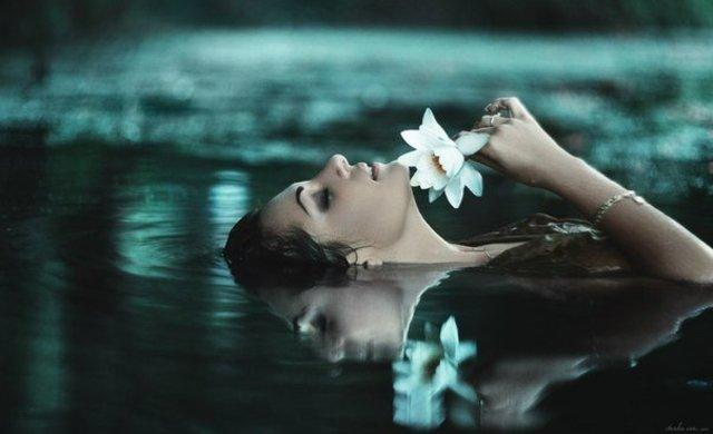 Nếu là người phụ nữ khôn ngoan, bạn hãy học cách sống như nước