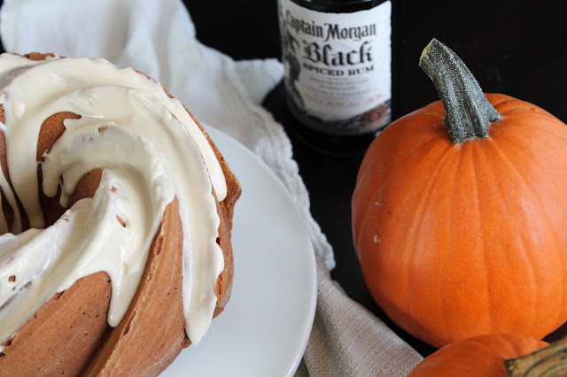 Featured Recipe // Drunken Pumpkin Bundt Cake from Smells Like Brownies #recipe #SecretRecipeClub #pumpkin #bundtcake