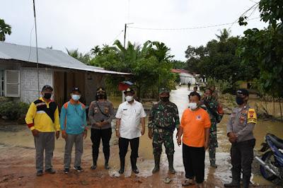 Pjs. Bupati Sergai Tinjau dan Beri Bantuan Kepada Masyarakat Yang Terdampak Banjir