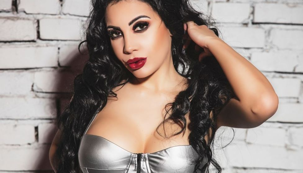 https://www.glamourcams.live/chat/EmpressV