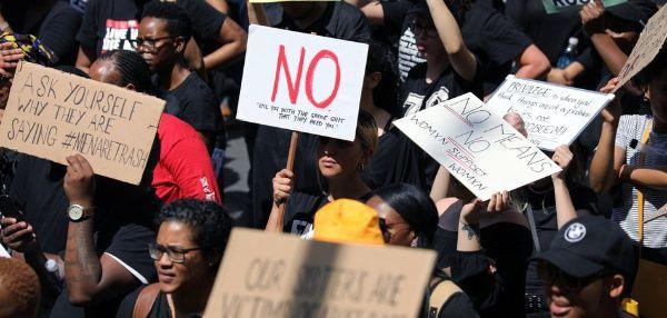 Manifestantes sudafricanos exigen acciones contra la violencia de género