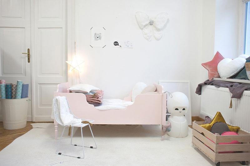łóżeczko florence so so close, kaszka z mlekiem, łóżko vintage, drewniane łóżko po babci, polski design