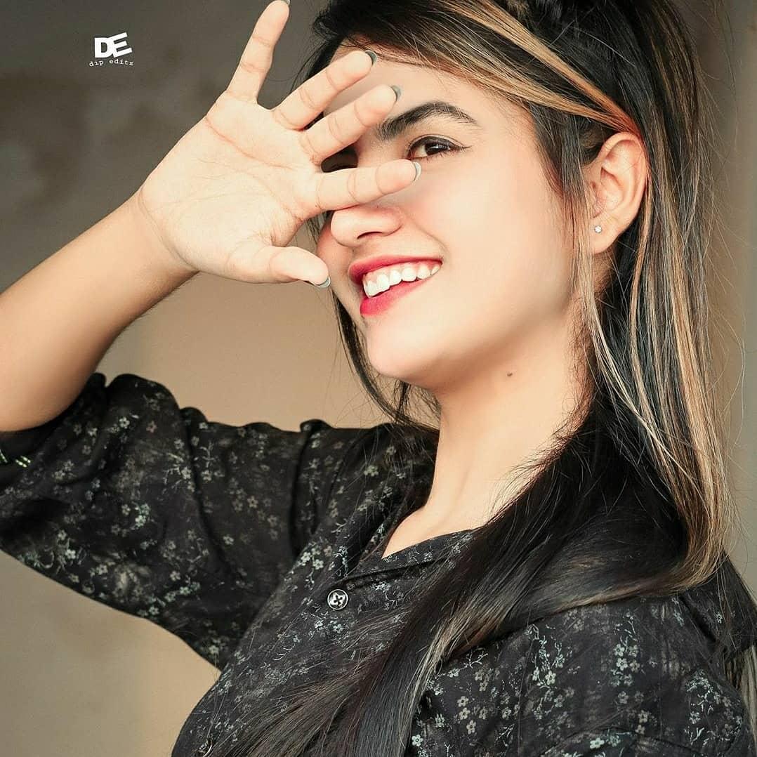 cute priyanka smile