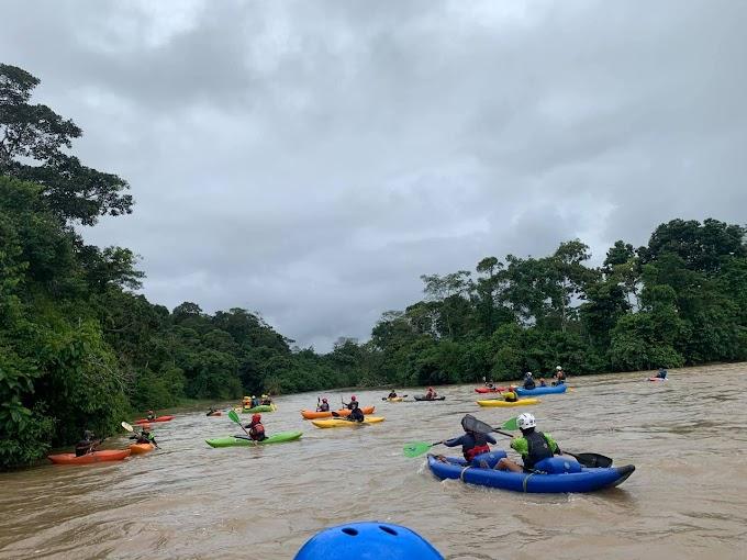 Colectivos ambientales de las provincias de Napo y Pastaza junto a kayakeros, participaron en un recorrido fluvial