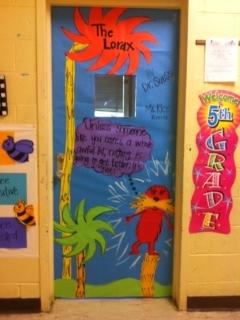dr seuss decorating ideas for doors