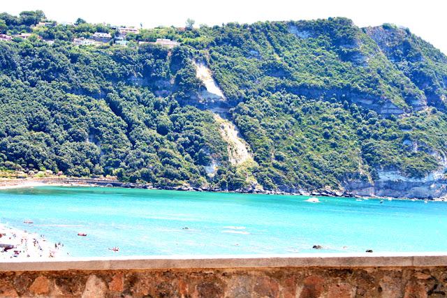 muretto, spiaggia, mare, acqua, monti, alberi, vegetazione, Isola, Ischia,cielo