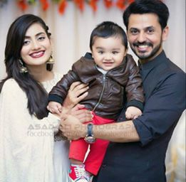 Bilal qureshi and uroosa qureshi with son