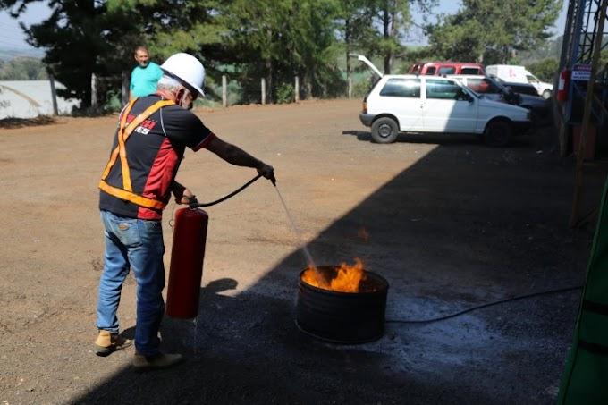 Virmond: Prefeitura realiza entrega de EPIs e treinamento na área de segurança para colaboradores da secretaria de Viação e Obras