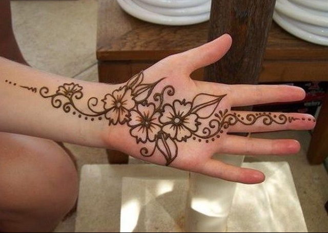 Latest Simple Mehndi Design for 2016