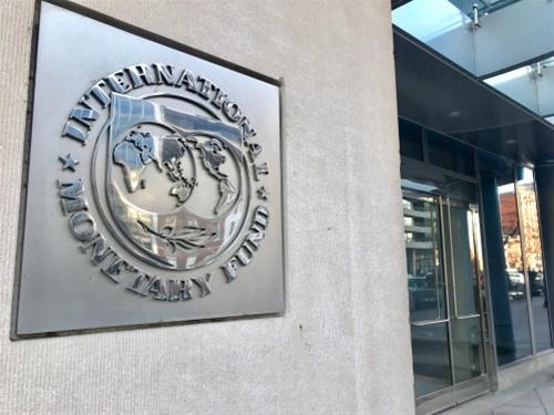 ΔΝT: Πάνω από 200% το χρέος της Ελλάδας