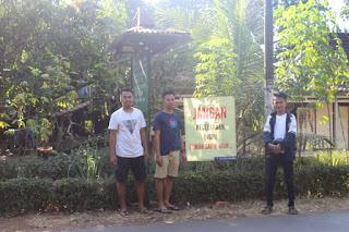 KKN Undip di Jambu Timur Jepara Pasang Poster Keselamatan Berlalu Lintas