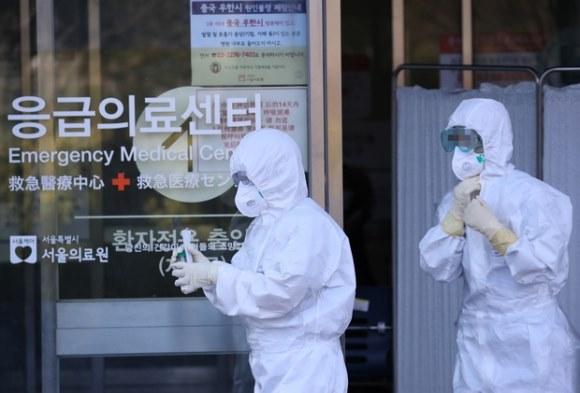 """Hàn Quốc: tổng số người nhiễm bệnh tăng hơn gấp đôi chỉ sau 1 ngày, 23 trường hợp từ bệnh nhân """"siêu lây nhiễm"""""""