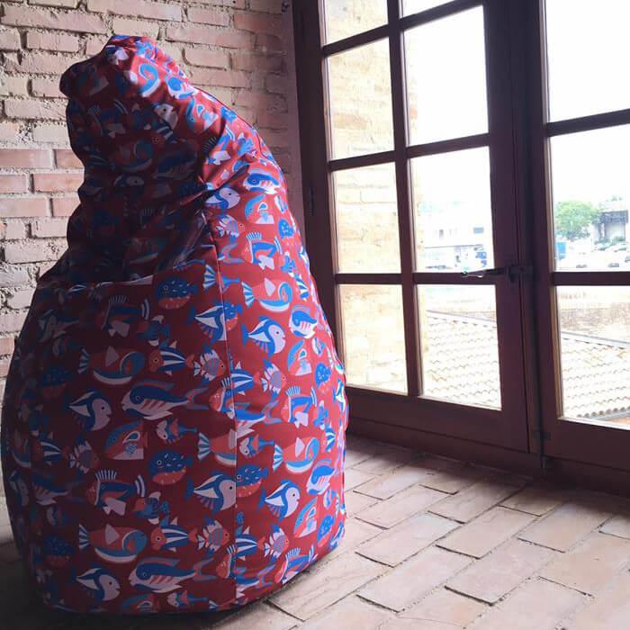 Particolare del pattern pesciolini di Antonio Colomboni per la poltrona Sacco di Zanotta