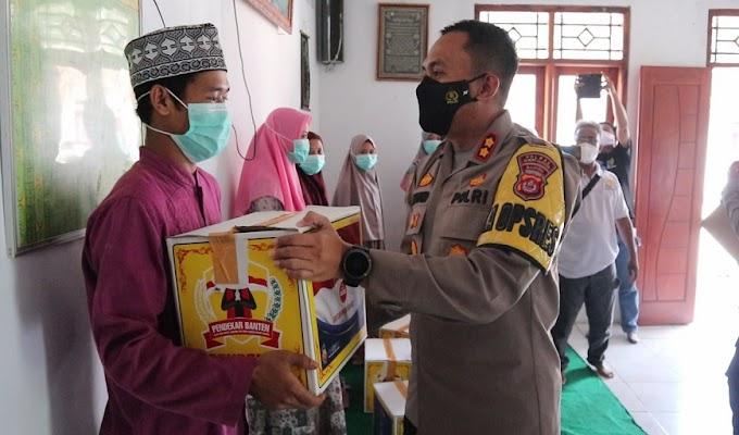 PPKM Level 3, Jajaran Polres Serang Salurkan Bansos ke Ponpes Tadibul Ahkam Tunjung Teja