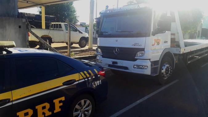 Falso frete: PRF recupera caminhão e liberta motorista que estava mantido em cárcere privado