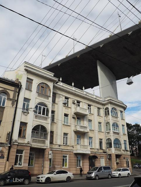 Владивосток - дом на фоне Золотого моста