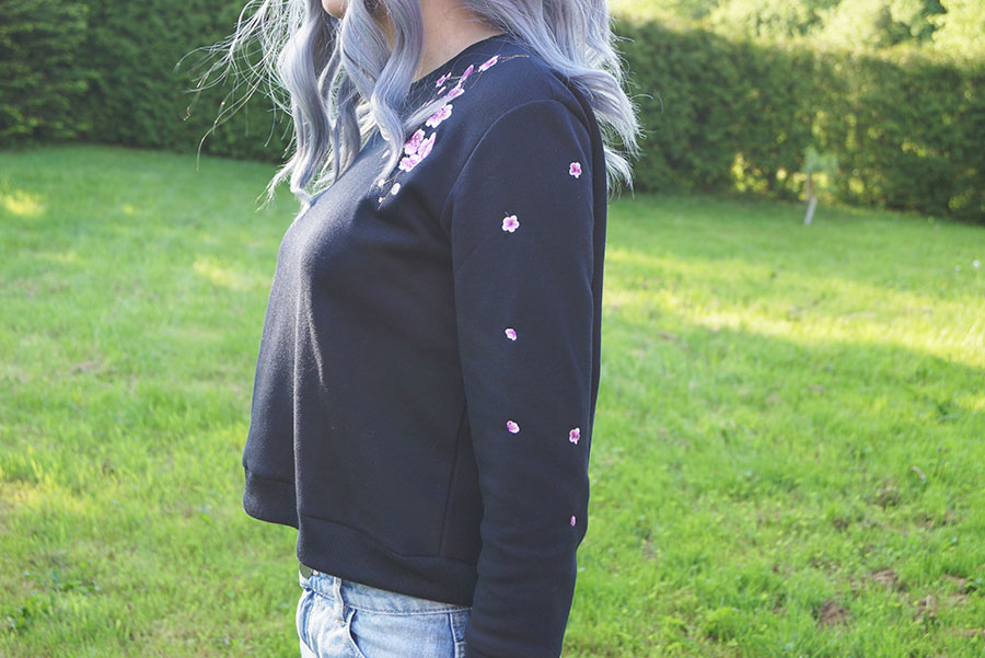 embroidered_sweatshirt