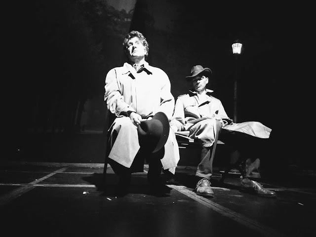 Juan Ángel (tío Freddie) y Tiberio Cruz (Max) en un pacto clandestino del 'triángulo rosa'. Foto: La Pluma & La Herida