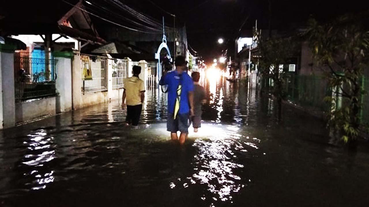 Banjir Awal Tahun di 5 Desa Kabupaten Tegal Sudah Surut Kini Warga Sedang Bresih-bersih
