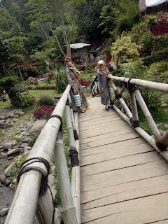 Jembatan bambu dlundung waterfall