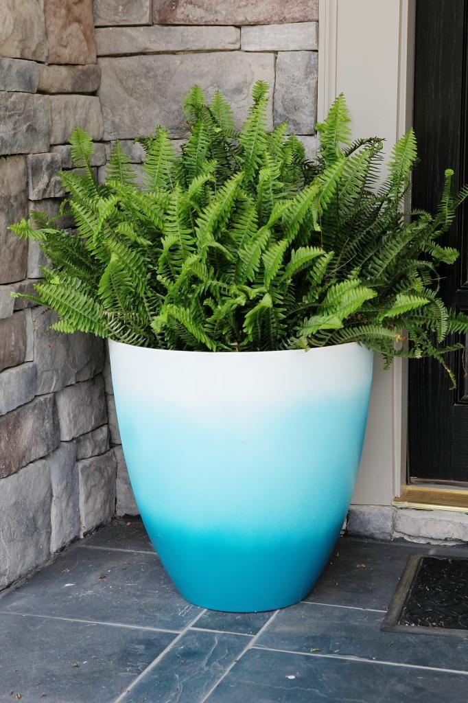 Vaso para entrada de porta com samanbaias e pintura ombré em tons de azul