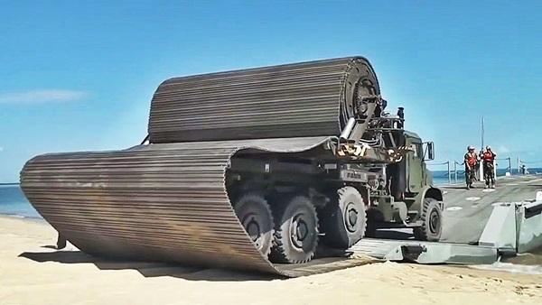 caminhão do exercito com tecnologia de pontes