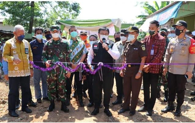 Pj Bupati Resmikan Pengerjaan Pembangunan Jalan Desa Pagar Dewa-Pagar Agung Kecamatan Tanjung Agung.