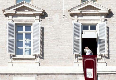 Papa Francisco expresa su aflicción por atentados recientes