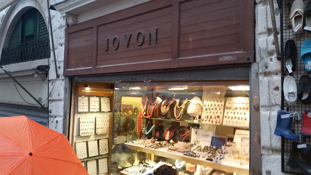 Jovan cameo shop on Rialto bridge
