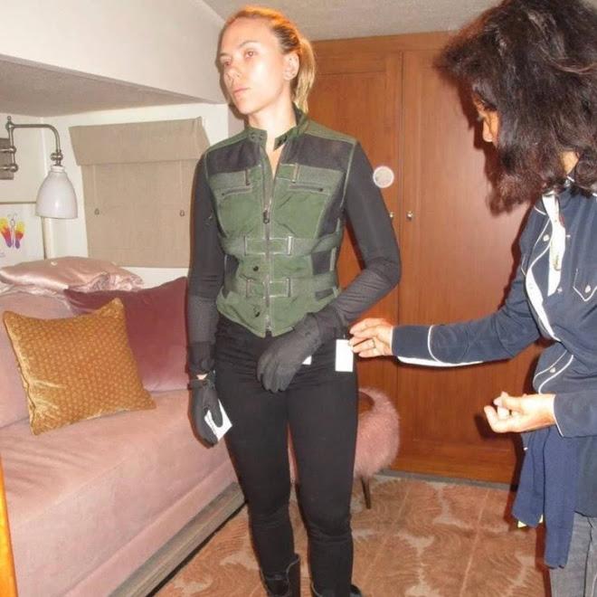Scarlett Johansson on set while filming Black Widow :「ブラック・ウィドウ」撮影時のスカーレット・ジョハンソンの貴重なセット・フォト ! !