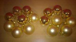 Weihnachtsglaskugeln in 5 cm Größe.