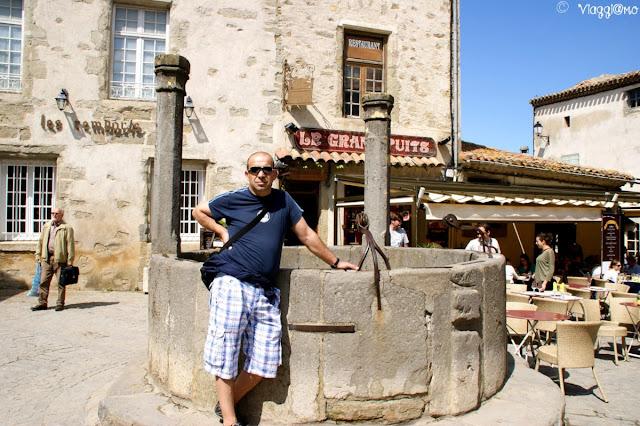 Una delle pittoresche piazzette di Carcassonne