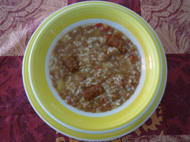 Sabor aroma y color lentejas con arroz y tropezones for Cocinar 6 tipos de arroz