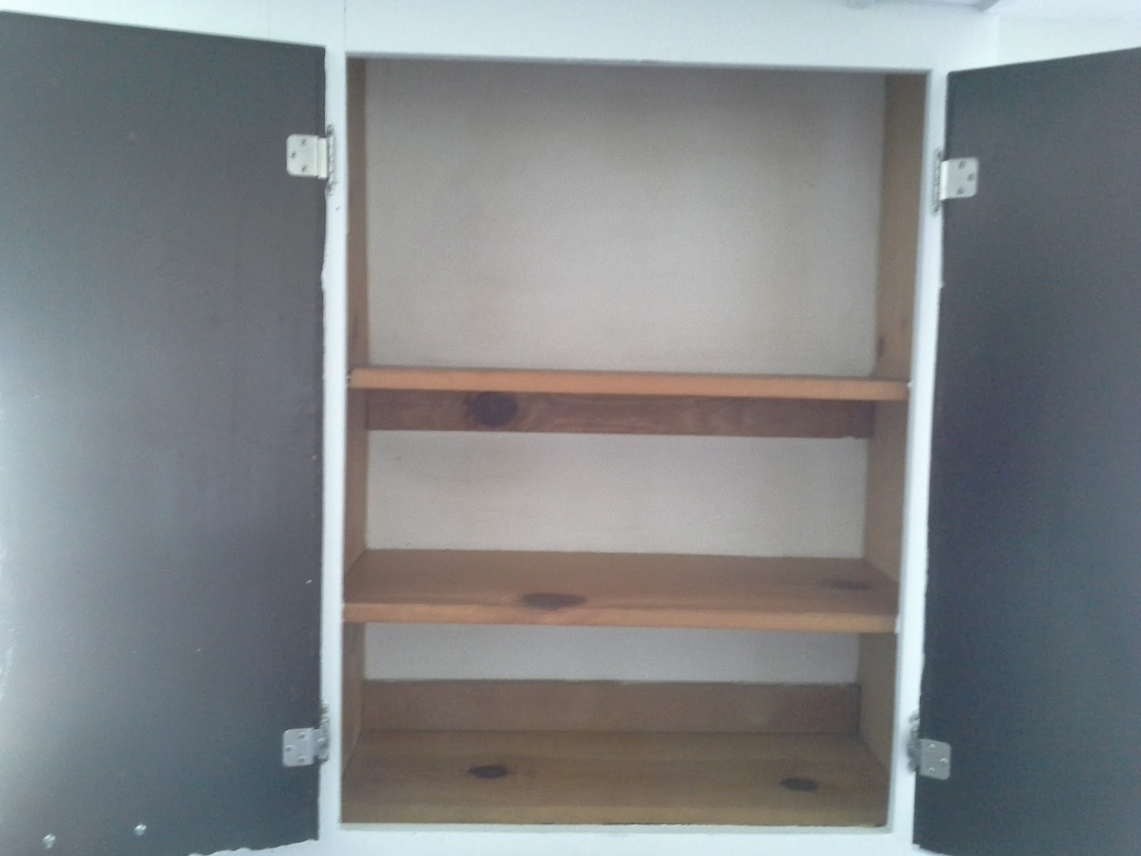 Lilly's Home Designs: Lining Shelves With Contact Paper