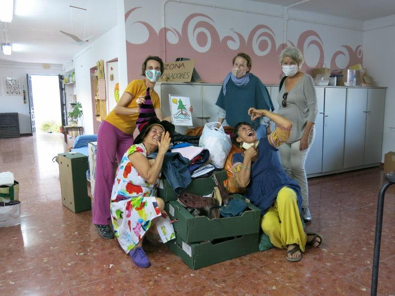 Cajas con ropa para intercambio en GFS Benarrabá AEA Bosque Animado