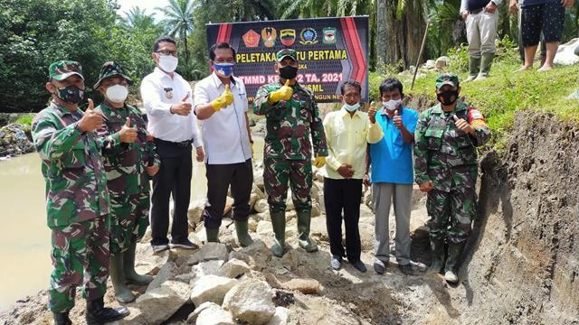 Pra TMMD Ke-112 Kodim 0207/Simalungun, Dandim Laksanakan Peletakan Batu Pertama Pada Pembangunan Sasaran Fisik