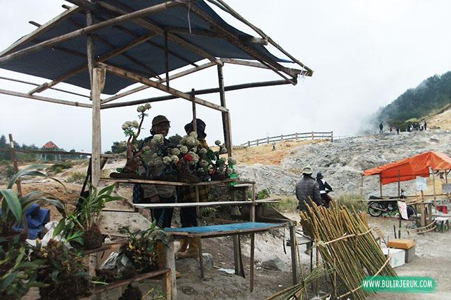 Penjual Edelweiss, Kawah Sikidang-Dieng