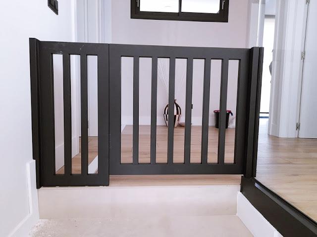 Puerta de seguridad infantil en escaleras